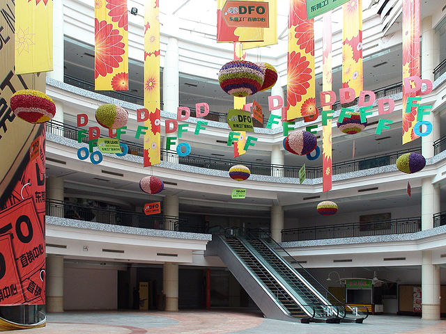 640px NewSouthChinaMall Court Top 10 Largest Shopping Malls in the World