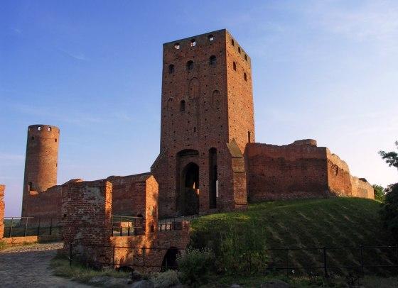 Zamek od strony wieży bramnej