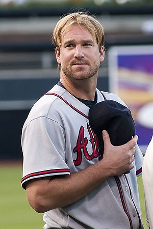 Derek Lowe of he Atlanta Braves during the Nat...