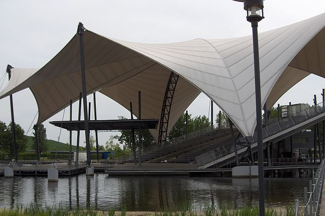 There are many lakes surrounding Magdeburg, and this wonderful stage area is located on one of the stunning lakes