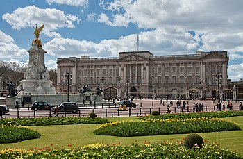 English: Buckingham Palace in London, England....