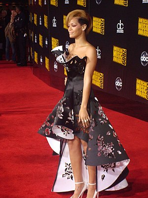 The singer Rihanna in AMA'S red carpet