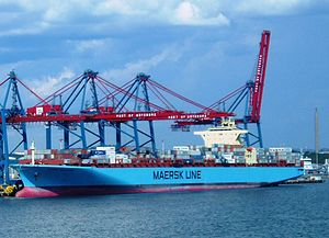 English: Feeder ship Maersk Venice and ocean g...