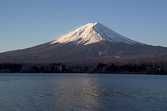 g fuji ketika matahari terbit dari tasik kawaguchi