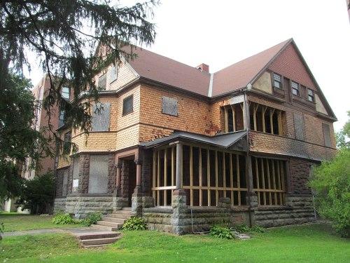 Medium Of Russell Wilson House