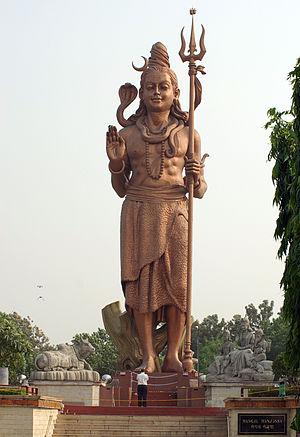 Deutsch: Statue des Gottes Shiva in Delhi Engl...