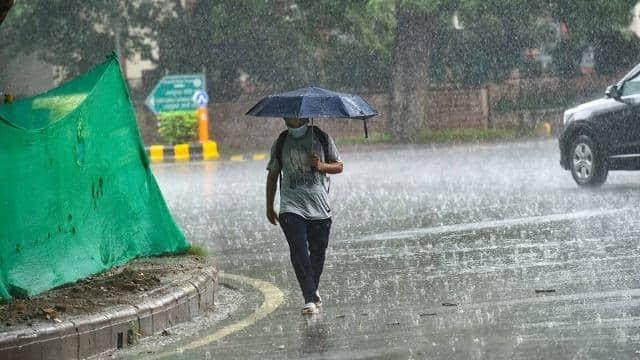 उत्तर प्रदेश में बारिश ने तोड़ा रिकॉर्ड, मौसम विभाग ने 2 दिन भारी बारिश का जारी किया अलर्ट