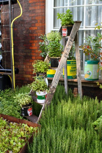 6 projects that use recycled materials for your garden for Recycling ideas for your garden
