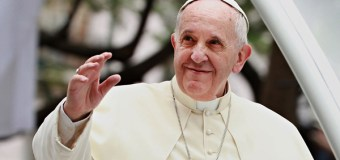 Pope Francis Reportedly Meets With Transgender Man and His Fiance
