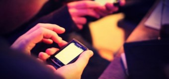 Most Young People Believe It's Not OK to Use Cellphones In Church, Study Finds