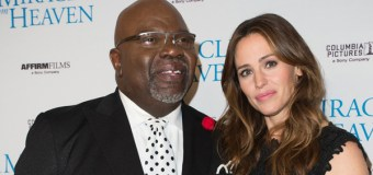 "Jennifer Garner Talks About Faith, Family After Filming ""Miracles from Heaven""; Attends Service at T. D. Jakes' Church"