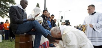 Pope Francis Washes the Feet of Refugees