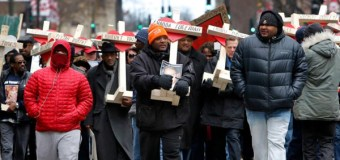 Marchers Carry Crosses In Memory of Chicago Murder Victims