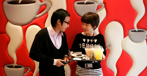A couple talks at a coffee shop in central Seoul. (Han Jae-Ho / Reuters)