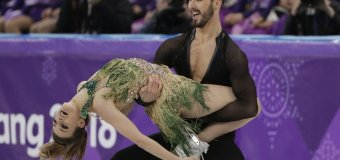 Wardrobe Issues Cause Stress for French Skaters at Olympics