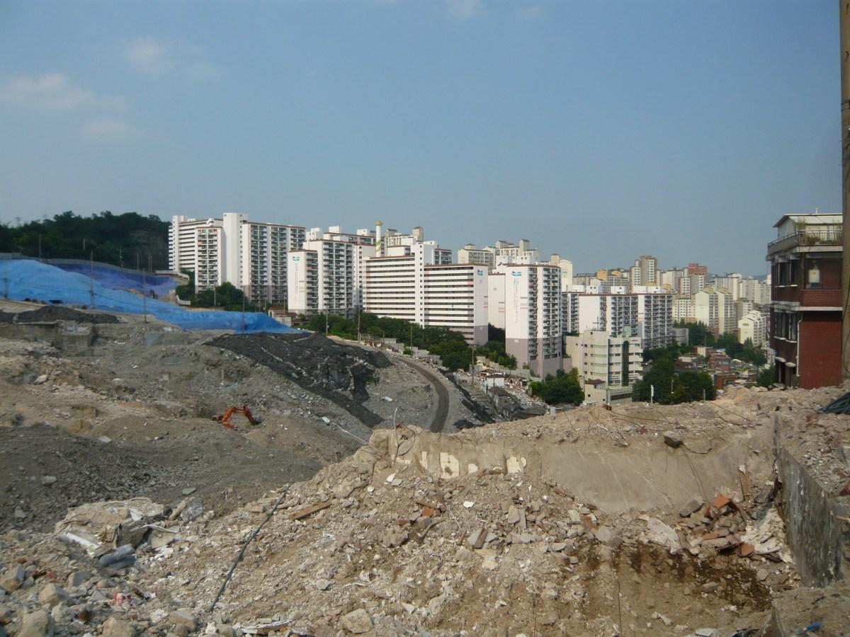 서울 옥수 재개발 구역 (사진: 신현방, 2013)