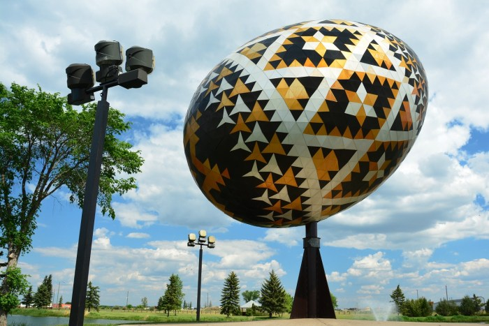 worlds-largest-pysanka-egg-1231199_1280