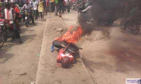 Delta: Angry Mob Burn Suspected Serial Ritualist, Rapist Alive  in Ughelli