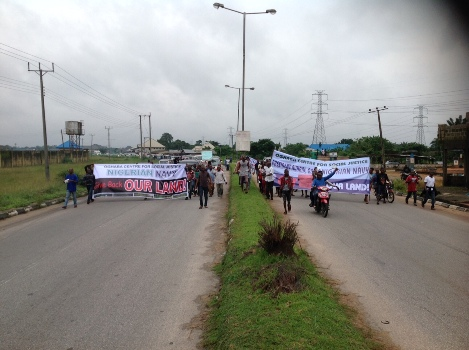 Protesting Ibori's Kinsmen Shut Down Warri/Benin Expressway,  Demand Evacuation of Navy From Oghara
