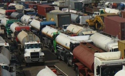 Lagosians Decry Awful State of Apapa/Tin-Can Ports' Road