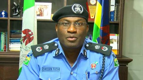 Drama as Policeman Strips Naked to Escape Arrest in Lagos