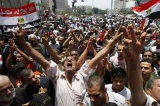 """""""Soft Military Coup"""" in Egypt as court, army dissolve parliament; 1 day ahead of election"""