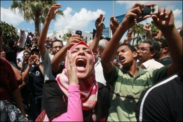 More protests across Egypt as Islamists rush through radical draft of constitution; oppose Morsi's power grab