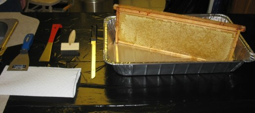 Long uncapping knife, scrapers & uncapper with teeth, aluminum tray for catching honey & cappings