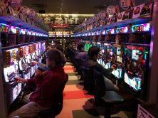 Une salle de jeu bruyante