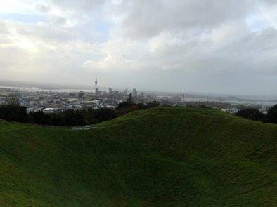Auckland nous accueille sous la pluie et dans le vent...