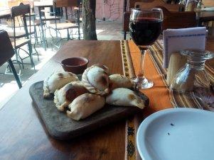 Un des meilleurs repas au monde : empanadas + Malbec