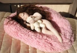 спящая девушка. Автор работы Светлана Мамонтова