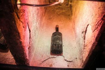 Бутылка дореволюционного вина