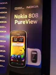 Demo: Retail India Nokia 808 PureView Unit - Shot On A PureView 808
