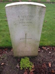 WAR GRAVE, St Valery en Caux