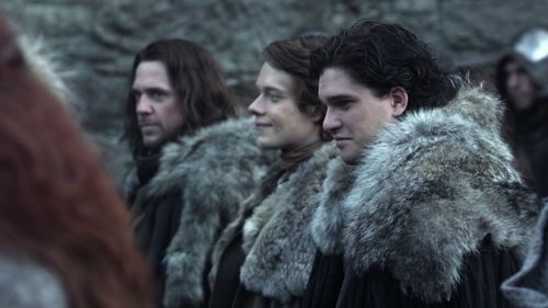 jon-snow-with-theon-greyjoy-and-jory-cassel-house-stark-24505175-500-281