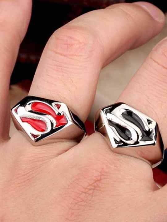Vamers Store - Jewellery - Stainless Steel Superman Ring - Classic House of El Sigil - VS-JWL-RING-DCSSOR - Black and Red on Hand