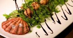 Vieiras Grelhadas e Salada