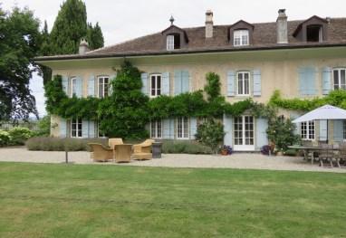 La Paisible, a casa onde viveu Audrey, localizada junto ao lado Lemán e os Alpes. A cidade de Tolochenaz foi escolhida pela atriz, que buscava uma vida tranquila, longe dos flashes.