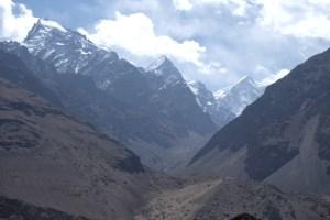 Uitzicht op de Hindu Kush. Op de voorgrond Afghanistan,  sommige van de toppen liggen in Pakistan.
