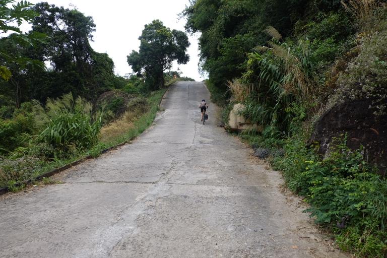 Gelegen op 500 steile meters boven de Cambodjaanse vlakte