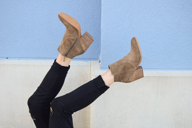 vandi-fair-blog-lauren-vandiver-dallas-texas-southern-fashion-blogger-nordstrom-anniversary-sale-destroyed-black-skinny-jeans-treasure&bond-winsor-block-heel-booties