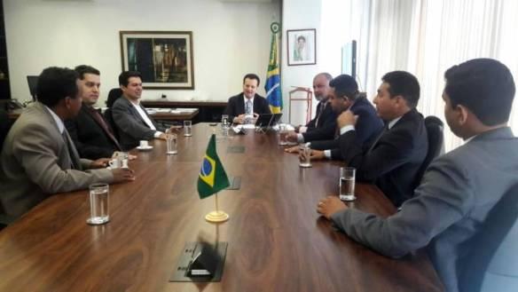 iAcompanhados do deputado Victor Mendes a Comitiva de vereadores de Pinheiro foi recebida pelo Ministro das Ciências, Tecnologia e Comunicação, Gilberto Kassab.