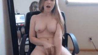 Loirinha safada se masturbando na webcam