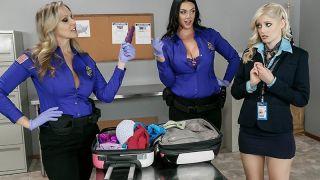 Policias safadas fodendo a passageira gostosa