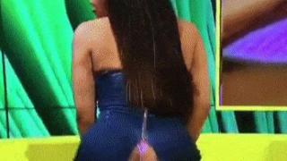 Vestido de Lateysha Grace rasga  ao vivo em programa