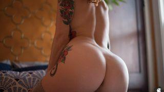 Novinha ruiva tatuda pelada em fotos amadoras picantes