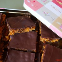 Crunchy date and ginger slice