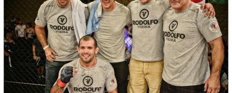 Combate exibe estreia de Rodolfo Viera no MMA e duelo entre Charles Do Bronx e Celsinho Venicius no Arzalet FGC