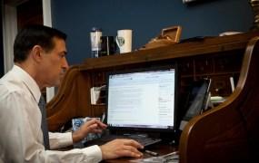 Rep. Darrell Issa Browsing Reddit